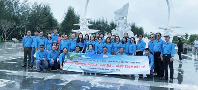 Cán bộ Công đoàn SAMCO viếng tượng đài chiến sĩ Gạc Ma - Ảnh 1.