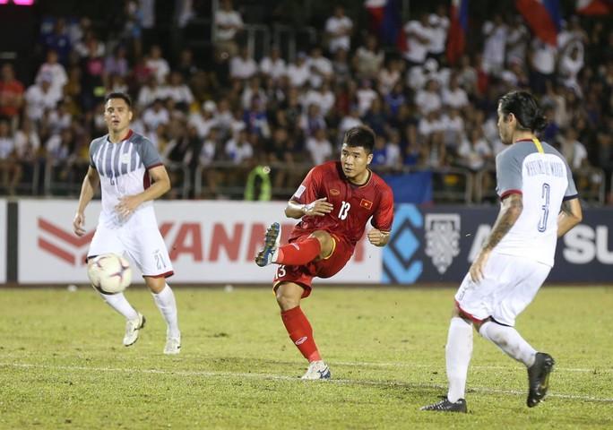 Clip: Thắng Philippines 2-1, tuyển Việt Nam vẫn tiếc nuối - Ảnh 2.