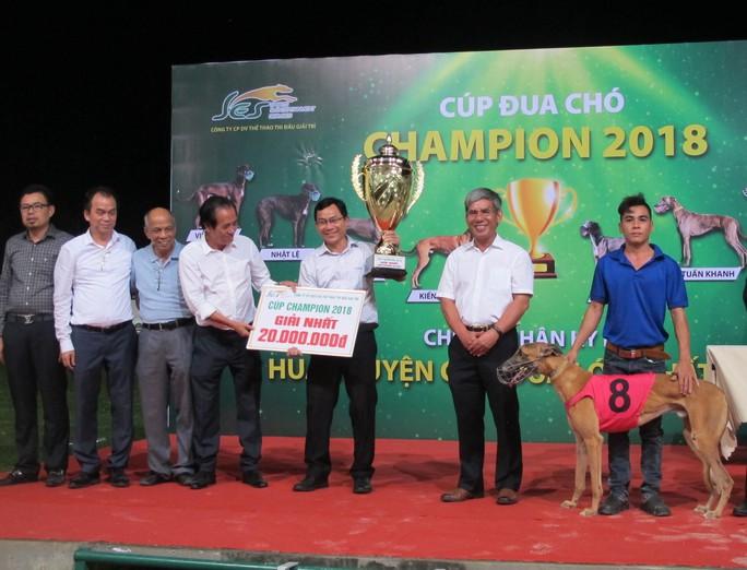 Trung tâm huấn luyện chó đua SES nhận kỷ lục Guinness Việt Nam - Ảnh 2.
