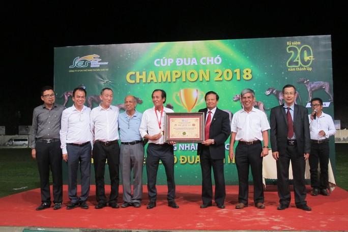 Trung tâm huấn luyện chó đua SES nhận kỷ lục Guinness Việt Nam - Ảnh 8.