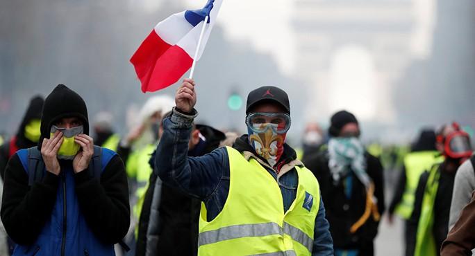 """Bạo loạn """"áo ghi-lê vàng"""": Không còn nhận ra trung tâm Paris! - Ảnh 1."""