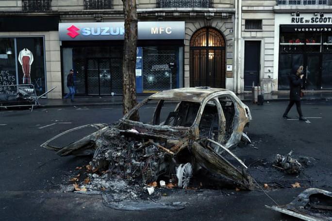 """Bạo loạn """"áo ghi-lê vàng"""": Không còn nhận ra trung tâm Paris! - Ảnh 7."""