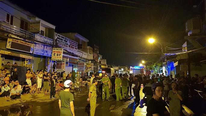 Căn nhà trọ ở Bình Tân cháy dữ dội, cô gái 18 tuổi không kịp thoát - Ảnh 2.