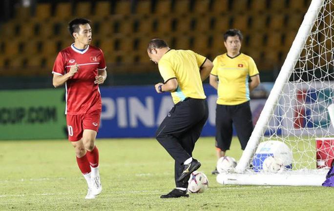 Clip: Thắng Philippines 2-1, tuyển Việt Nam vẫn tiếc nuối - Ảnh 20.