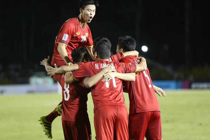 Clip: Thắng Philippines 2-1, tuyển Việt Nam vẫn tiếc nuối - Ảnh 4.