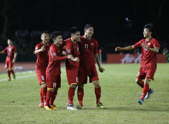 Clip: Thắng Philippines 2-1, tuyển Việt Nam vẫn tiếc nuối - Ảnh 10.