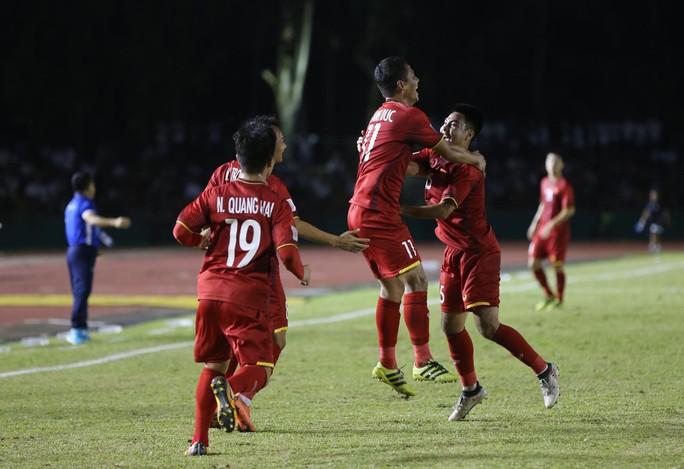 Clip: Thắng Philippines 2-1, tuyển Việt Nam vẫn tiếc nuối - Ảnh 9.
