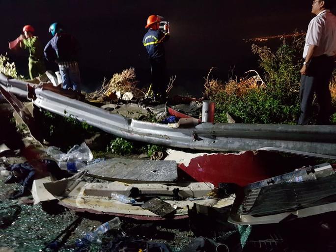 Xe bồn lao xuống vực trên đèo Hải Vân, tài xế tử vong - Ảnh 10.