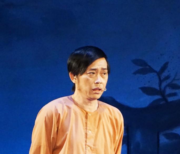 Hoài Linh khiến khán giả khóc, cười với Giấc mộng đêm xuân - Ảnh 1.