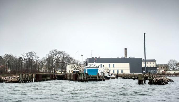 Đan Mạch đưa người nhập cư ra hoang đảo - Ảnh 1.