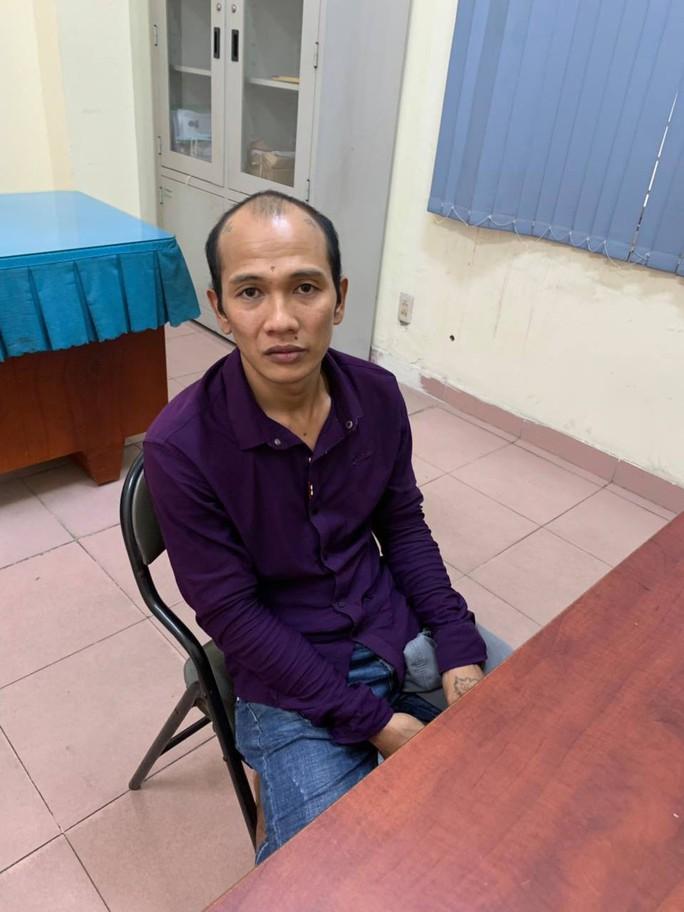 Bắt nghi phạm đâm chết người vì lấy trộm điện thoại tại quận Bình Tân  - Ảnh 1.
