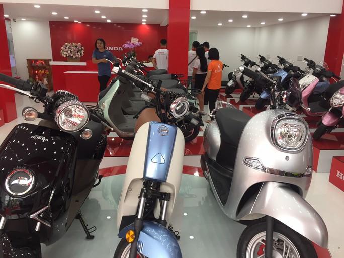 Khai trương cửa hàng xe máy điện Honda tại TP HCM - Ảnh 2.