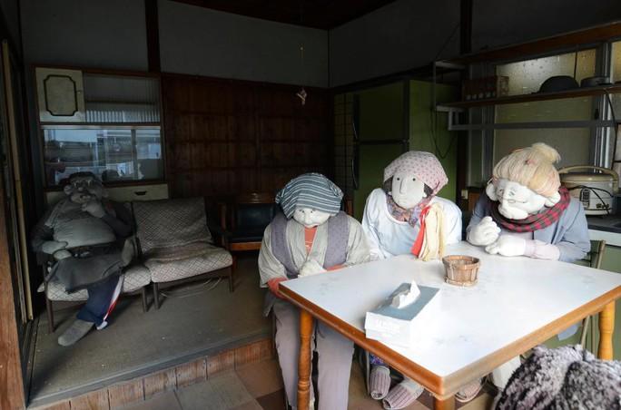 """""""Rùng mình"""" với ngôi làng làm búp bê thế chỗ người chết ở Nhật - Ảnh 12."""