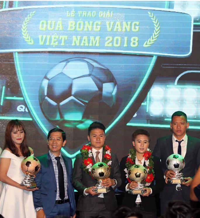 Quang Hải nhận Quả bóng vàng trong hạnh phúc - Ảnh 9.