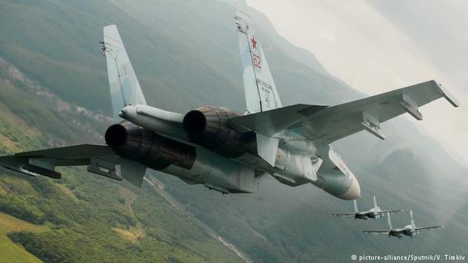 Chiến đấu cơ Nga ồ ạt đáp xuống Crimea - Ảnh 1.
