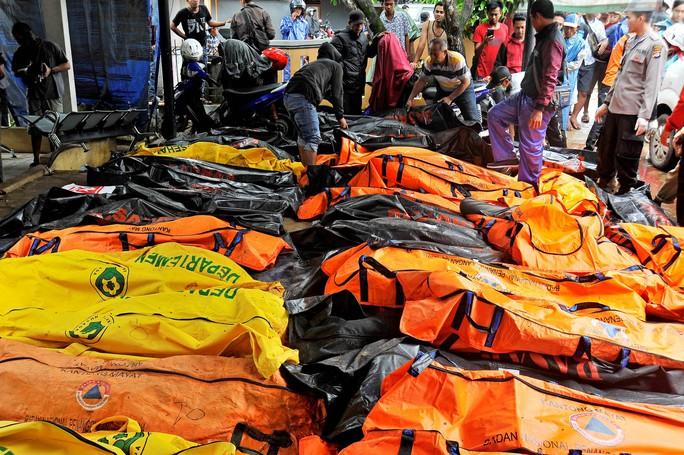 Indonesia tan nát vì sóng thần - Ảnh 1.