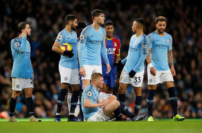Guardiola nói gì khi Man City tặng quà Noel sớm cho Liverpool? - Ảnh 5.