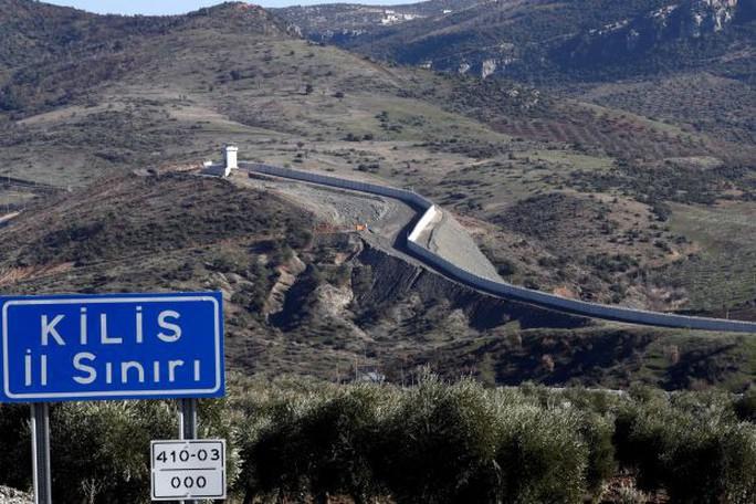 Mỹ sắp rút quân, Thổ Nhĩ Kỳ tăng cường lực lượng ở biên giới Syria - Ảnh 1.