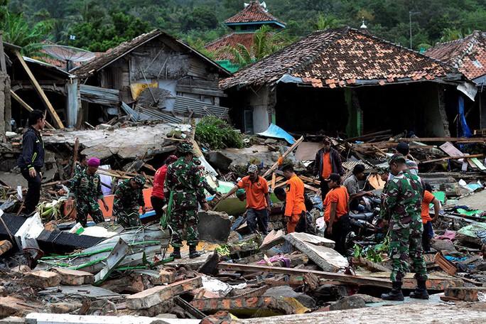 Indonesia: Sau sóng thần chớp nhoáng là động đất và thảm họa lơ lửng - Ảnh 6.