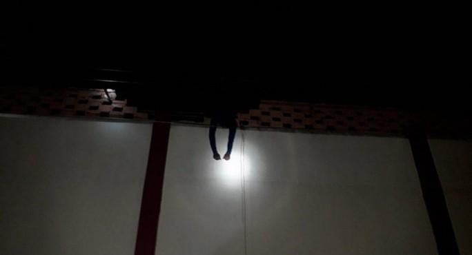 Vượt ngục không thoát còn bị điện giật chết - Ảnh 1.