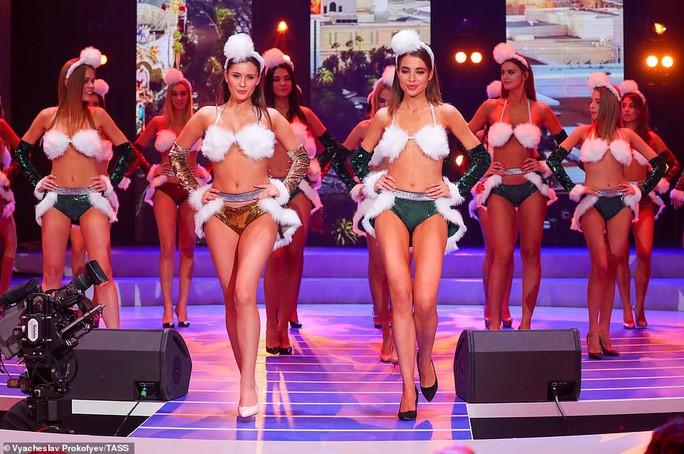 Người đẹp Nga khoe dáng bikini mừng Giáng sinh - Ảnh 3.
