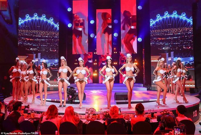 Người đẹp Nga khoe dáng bikini mừng Giáng sinh - Ảnh 2.