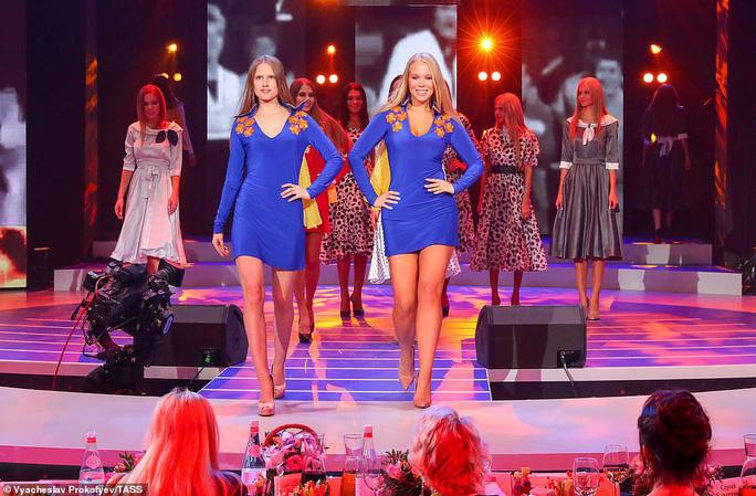 Người đẹp Nga khoe dáng bikini mừng Giáng sinh - Ảnh 6.