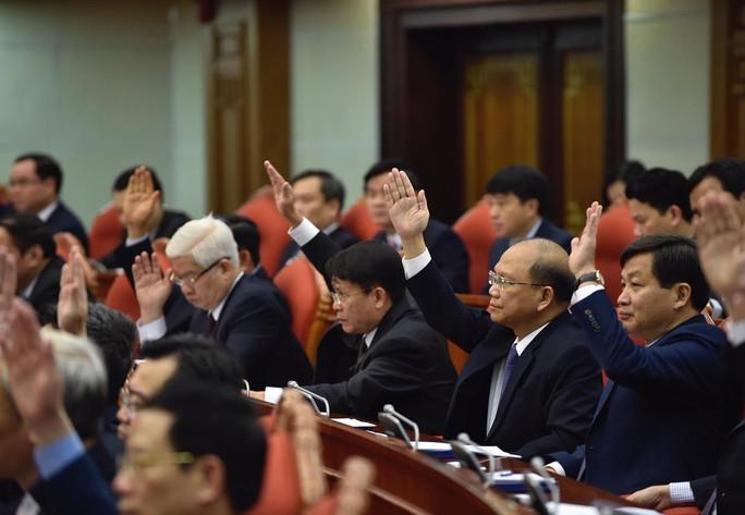 Ông Tất Thành Cang bị cách chức Ủy viên Trung ương, Phó Bí thư Thường trực Thành ủy TP HCM - Ảnh 1.
