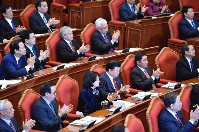 Đã lấy xong phiếu tín nhiệm Ủy viên Bộ Chính trị, Ban Bí thư - Ảnh 1.