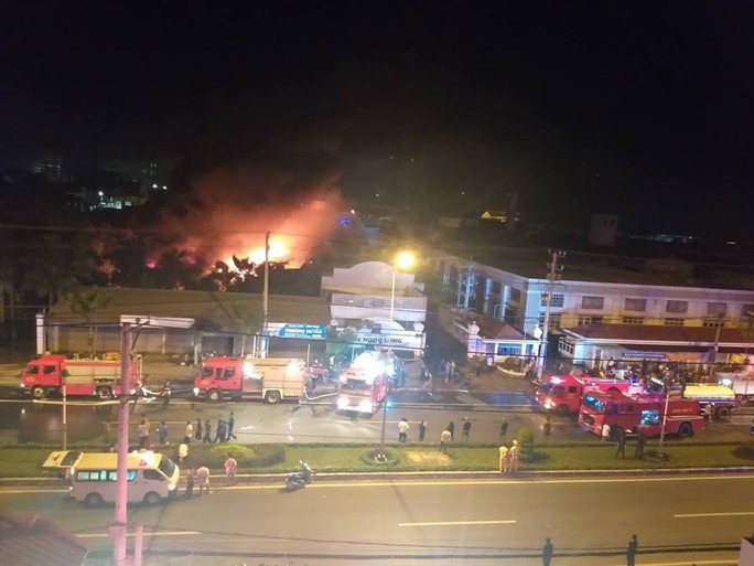 Clip: Cháy kinh hoàng tại khu công nghiệp ở Cần Thơ - Ảnh 5.