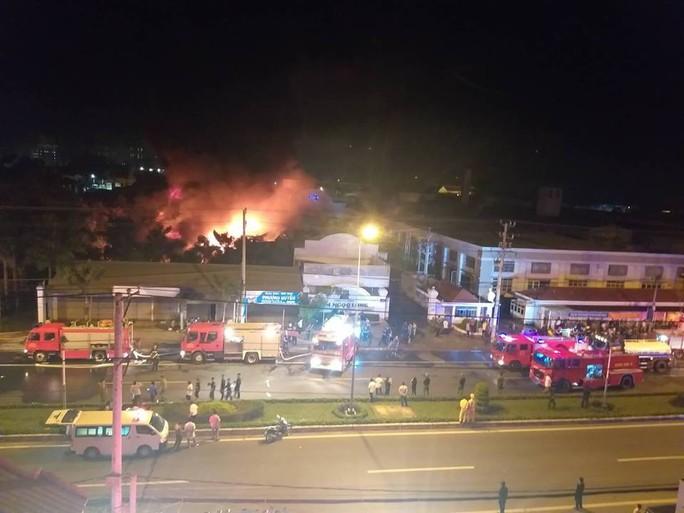Clip: Cháy kinh hoàng tại khu công nghiệp ở Cần Thơ - Ảnh 6.