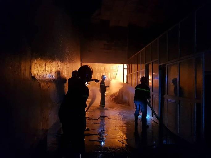 Clip: Cháy kinh hoàng tại khu công nghiệp ở Cần Thơ - Ảnh 10.