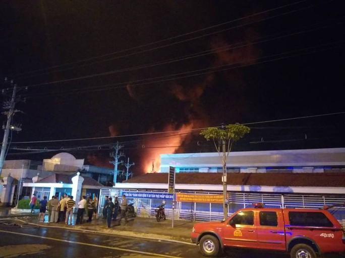 Clip: Cháy kinh hoàng tại khu công nghiệp ở Cần Thơ - Ảnh 16.