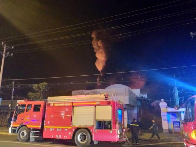 Clip: Cháy kinh hoàng tại khu công nghiệp ở Cần Thơ - Ảnh 17.