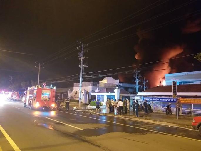 Clip: Cháy kinh hoàng tại khu công nghiệp ở Cần Thơ - Ảnh 18.