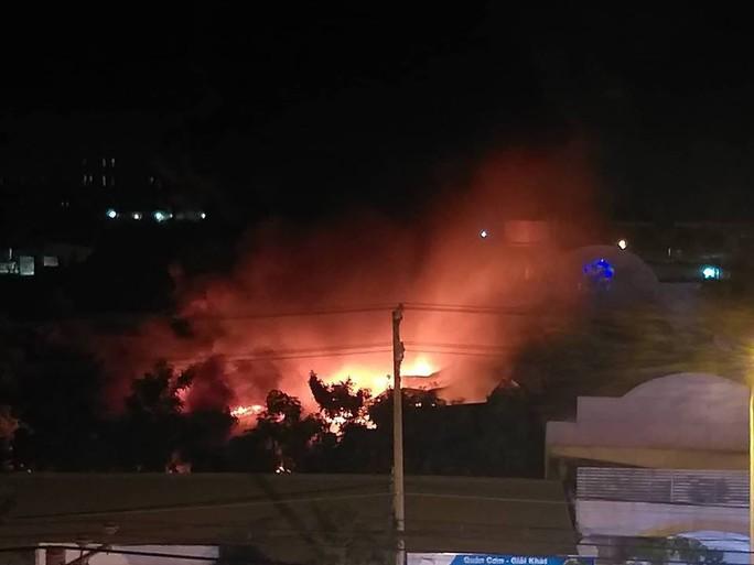 Clip: Cháy kinh hoàng tại khu công nghiệp ở Cần Thơ - Ảnh 4.