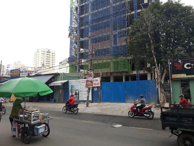 Tai nạn ở công trình 12 tầng tại quận Bình Thạnh, một người bị thương - Ảnh 1.