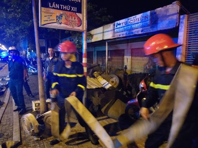 Clip: Cháy kinh hoàng tại khu công nghiệp ở Cần Thơ - Ảnh 8.