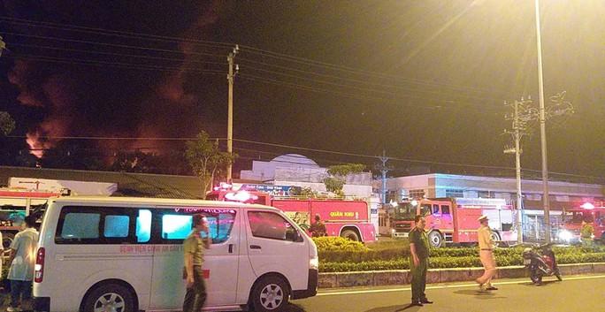Clip: Cháy kinh hoàng tại khu công nghiệp ở Cần Thơ - Ảnh 20.