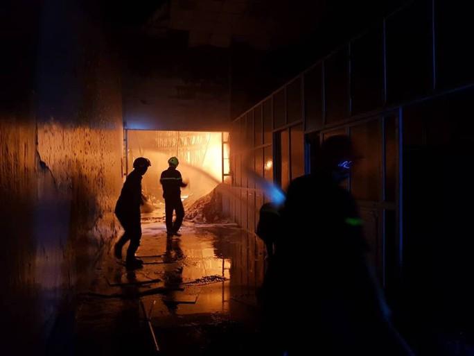 Clip: Cháy kinh hoàng tại khu công nghiệp ở Cần Thơ - Ảnh 11.