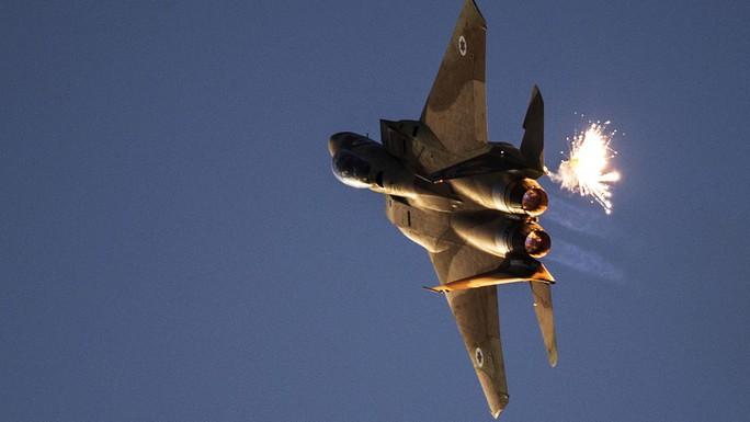 Syria đánh chặn mưa tên lửa bí ẩn ngày Giáng sinh - Ảnh 1.