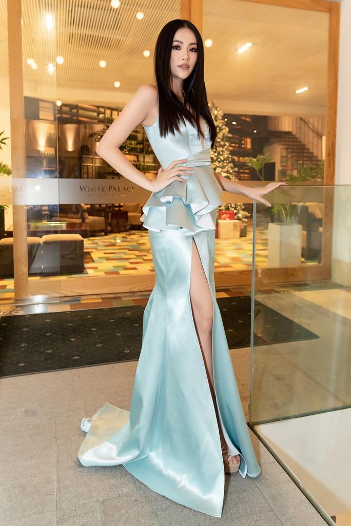 Hoa hậu Trái đất 2018 Phương Khánh lần đầu diễn thời trang - Ảnh 1.
