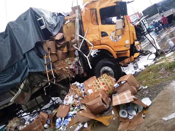 Xe tải đối đầu xe container gây tai nạn liên hoàn, 2 người tử vong - Ảnh 1.