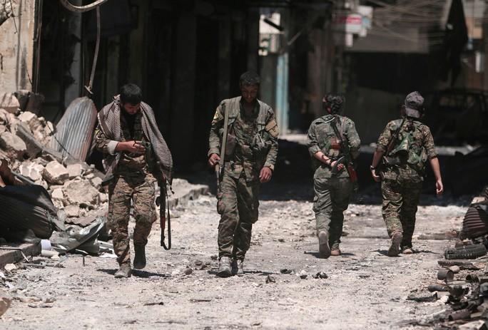 Thất vọng với Mỹ, người Kurd ở Syria cầu cứu Nga và ông Assad - Ảnh 1.