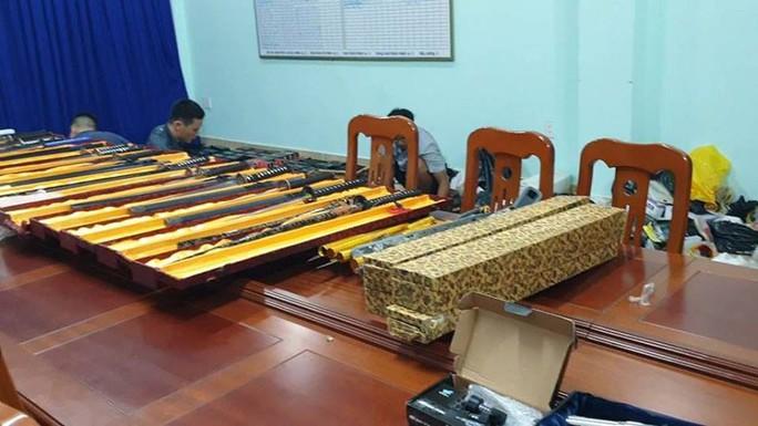 Bộ Công an phá đường dây mua bán vũ khí lớn ở TP HCM - Ảnh 2.
