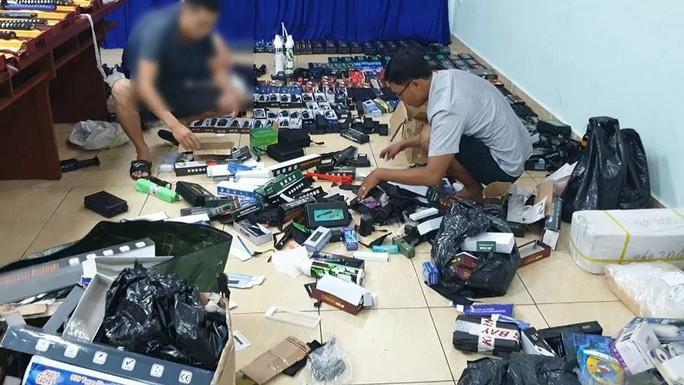 Bộ Công an phá đường dây mua bán vũ khí lớn ở TP HCM - Ảnh 3.