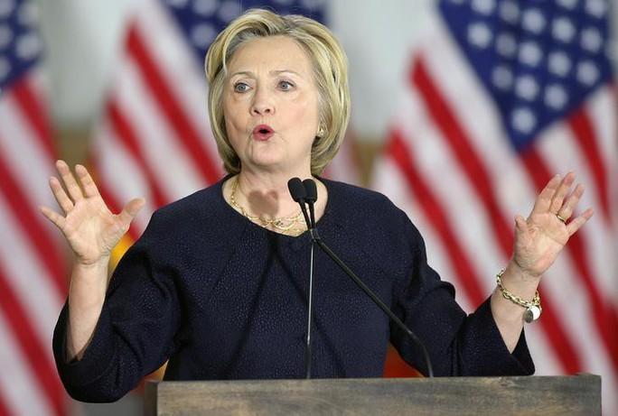 Phu nhân của ông Obama bất ngờ soán ngôi bà Hillary Clinton - Ảnh 2.