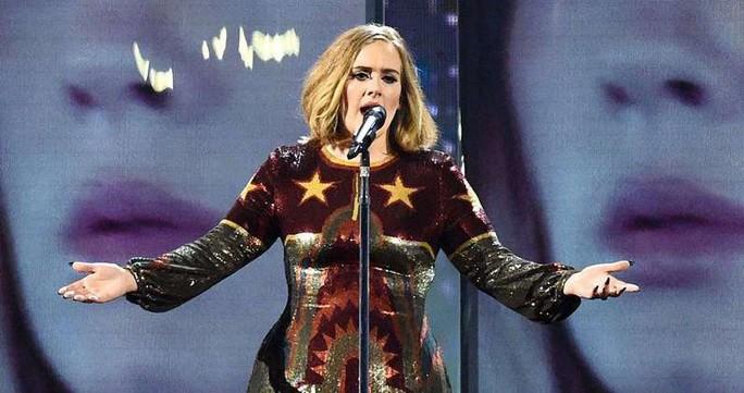 Họa mi Adele bị người sói Hug Jackman đánh bại - Ảnh 3.