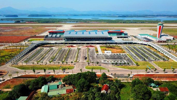 Soi nội thất sân bay Vân Đồn 7.700 tỉ đồng trước giờ đón khách TP HCM - Ảnh 2.