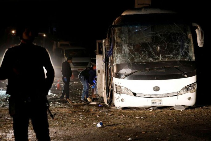 Xe buýt trúng bom khủng bố, 3 du khách Việt thiệt mạng ở Ai Cập - Ảnh 1.